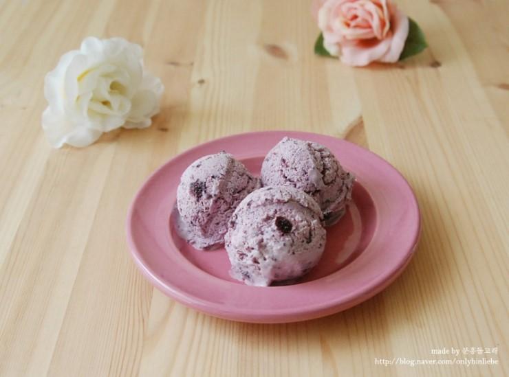 8월의 크리스마스와 블루베리 요거트 아이스크림