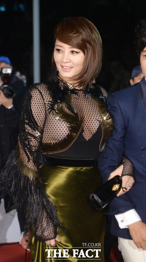 배우 김혜수가 청룡영화제 시상식에서 작년에 입었던 시상스 드레스에 대해 사과했다. /문병희 기자