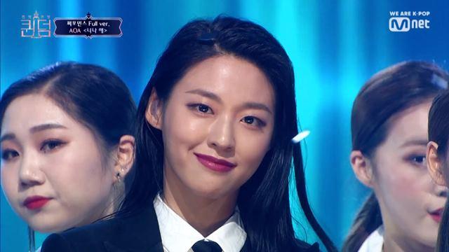 '퀸덤'에서 마마무의 '너나 해' 무대를 커버한 AOA의 설현. /Mnet '퀸덤' 방송 캡처