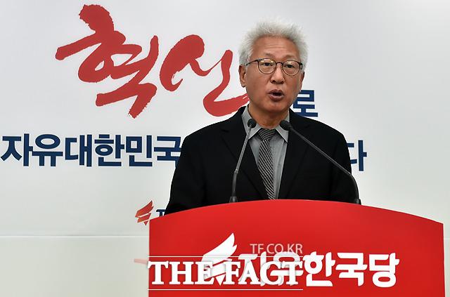 자유한국당 혁신위원장을 지낸 류석춘 연세대 교수가 강의 중 '위안부' 피해자 할머니들을 \