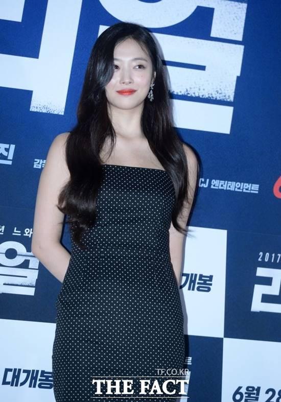 가수 겸 배우 설리가 지난 14일 숨진 채 발견돼 충격을 안겼다. /더팩트DB