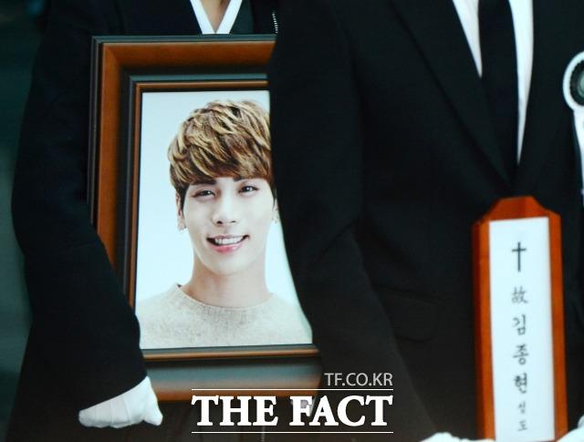 故 종현은 지난 2017년 서울 강남구 청담동의 한 레지던스에서 쓰러진 채 발견돼 병원으로 이송됐으나 숨졌다. /더팩트DB
