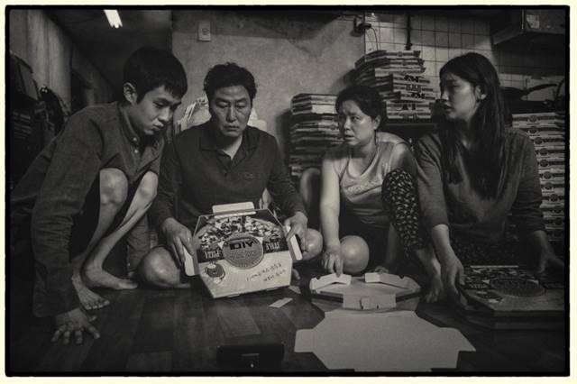 영화 '기생충'의 흑백판이 뉴욕 LA극장에서 볼 수 있다. /CJ엔터테인먼트 제공
