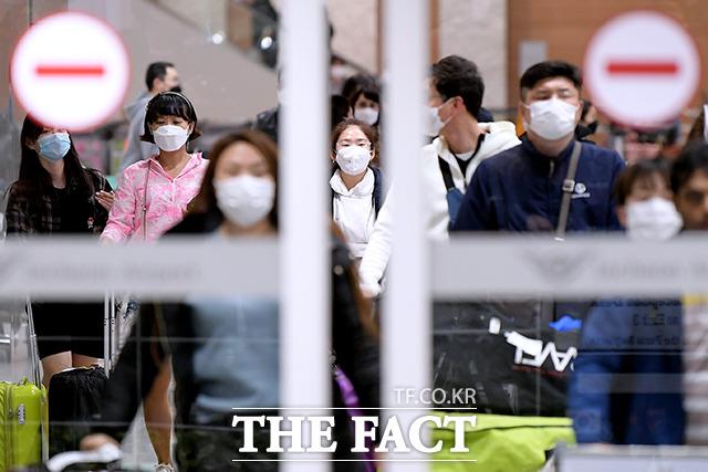 일본 내에서 15일 79명의 신종 코로나 바이러스(코로나19) 감염자가 추가로 확인됐다. /이선화 기자