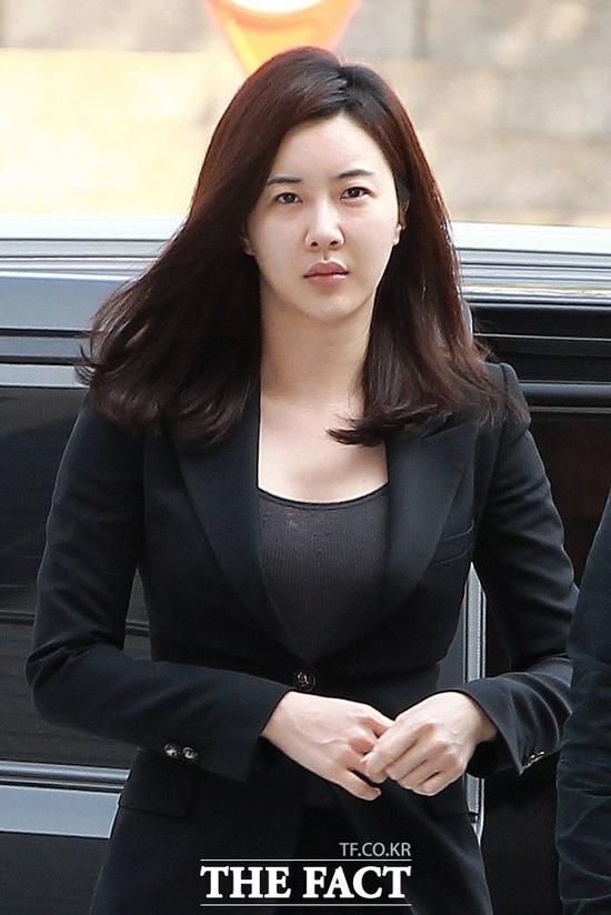 배우 장미인애가 문재인 정부 비난 후 누리꾼과 설전을 벌이다 은퇴 선언을 했다. /더팩트DB