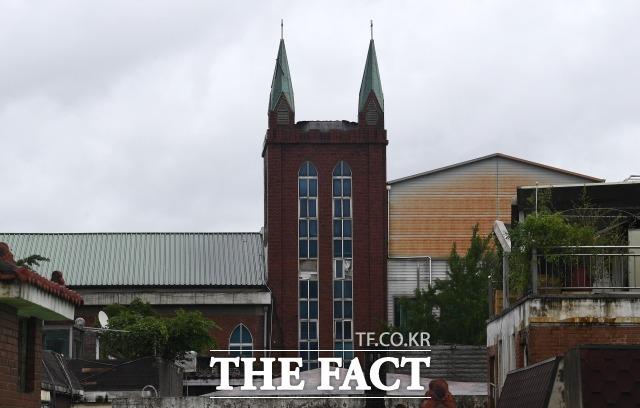 서울 성북구 사랑제일교회(사진) 목사 등이 감염병예방법 위반 혐의로 구속영장이 청구됐으나 법원은 이를 기각했다. /이새롬 기자