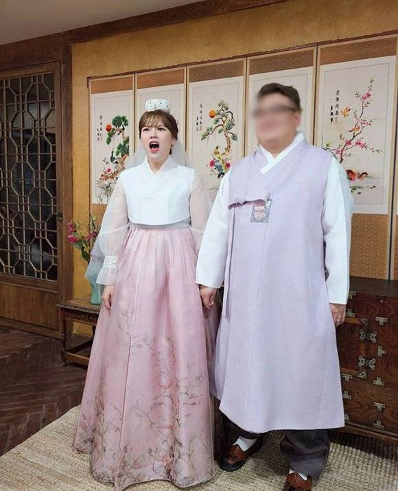 코미디언 김선정이 4살 연하의 비연예인과 오는 11월 결혼식을 올린다고 밝혔다. /김선정 SNS