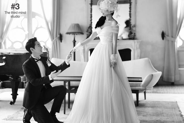 신화 전진이 오늘(27일) 3살 연하의 승무원과 결혼했다. 사진은 웨딩화보. /해피메리드컴퍼니 제공