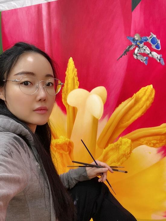 팝아티스트 낸시랭이 11월3일부터 27일까지 서울 진산갤러리에서 기획초대전 '스칼렛 페어리(Scarlet Fairy)'을 연다. 대구아트페어와 코엑스 서울아트쇼에도 참여한다. /낸시랭 SNS