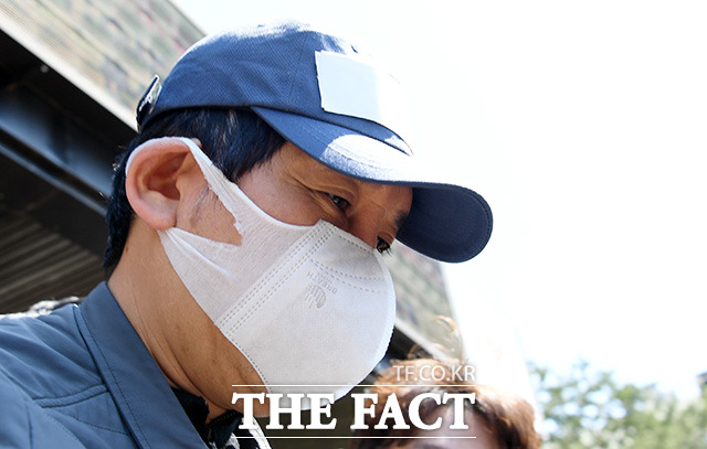 김봉현 전 스타모빌리티 회장이 '현직 검사 술접대 의혹'과 관련해 피의자 신분으로 첫 검찰 조사를 받았다. /임영무 기자