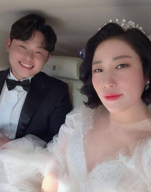 전날 프로야구 선수 출신 윤승열과 웨딩마치를 올린 코미디언 김영희는 24일 자신의 SNS에 \