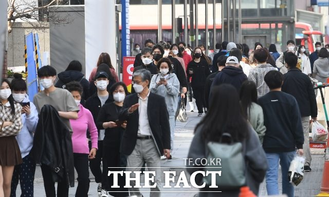 8일 서울시 확진자가 200명대를 넘으면서 50일 만에 최다를 기록했다. /이동률 기자