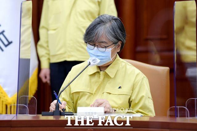 정은경 질병관리청장이 코로나19 브리핑에서 서울시의 사회적 거리두기 메뉴얼이 완성되면 함께 협의하고 논의하겠다고 밝혔다. /이선화 기자