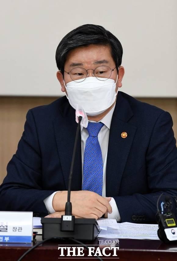 전해철 장관이 4·7재보선의 패인에 대해 부동산 가격 상승과 함께 LH사태를 거론했다. /임영무 기자