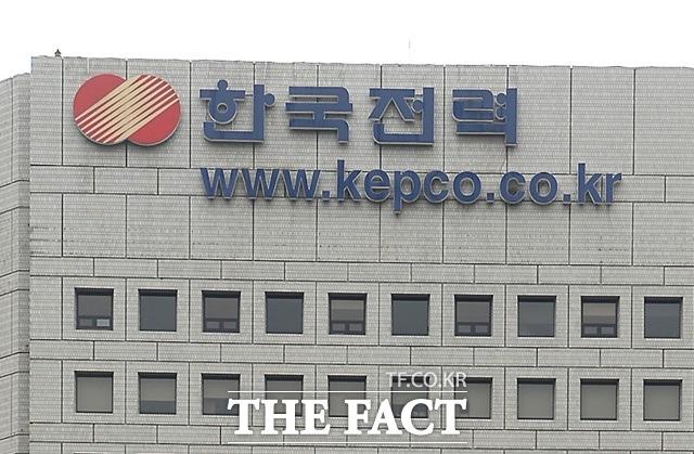한국전력공사가 산정하는 전기요금 기준을 법률이 아닌 대통령령에 정하도록 한 전기사업법이 헌법에 위반되지 않는다는 헌법재판소 결정이 나왔다. /더팩트 DB
