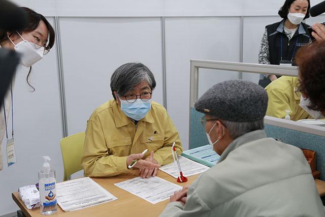 정은경 중앙방역대책본부장은 8일 어버이날을 맞아 어르신들에게 안심하고 백신 접종을 받아달라고 당부했다. /질병관리청 제공