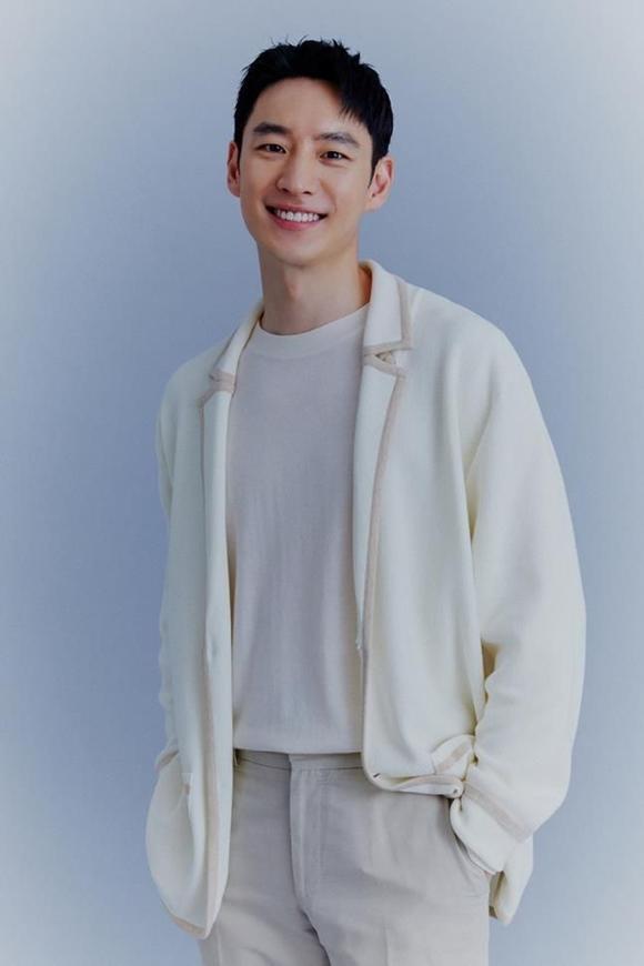 배우 이제훈이 SBS 드라마 '모범택시'에 대한 남다른 애정을 공개했다. 처음부터 마지막까지 강렬한 인상을 받을 수밖에 없는 작품이었다는 설명이다. /피알제이 제공