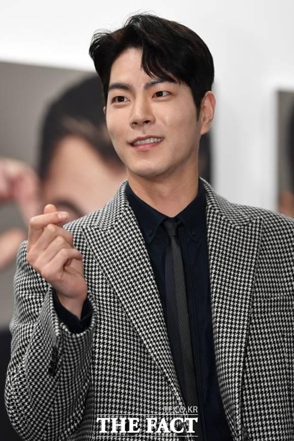 배우 홍종현이 17일 군 복무를 마치고 전역 소감을 밝혔다. 그는 \