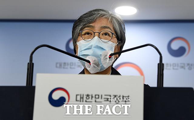 정은경 질병관리청장은 17일 낮 12시 기준 1회 이상 예방접종 실시자가 1400만3490명을 기록했다고 밝혔다./임영무 기자