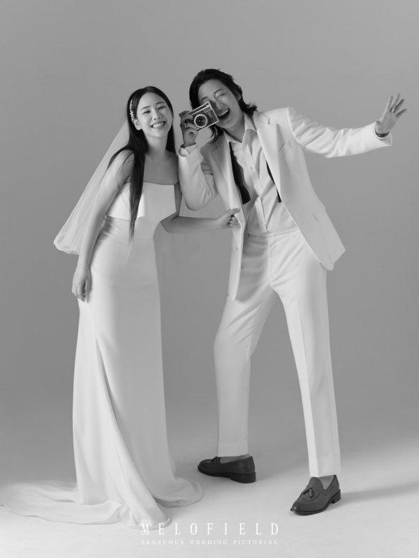 그룹 긱스 멤버 루이와 가수 유성은이 열애 2년간의 열애 끝에 결혼식을 올린다. 두 사람은 MBC 예능프로그램 '복면가왕'에서 해당 소식을 전하기도 했다. /유성은 SNS