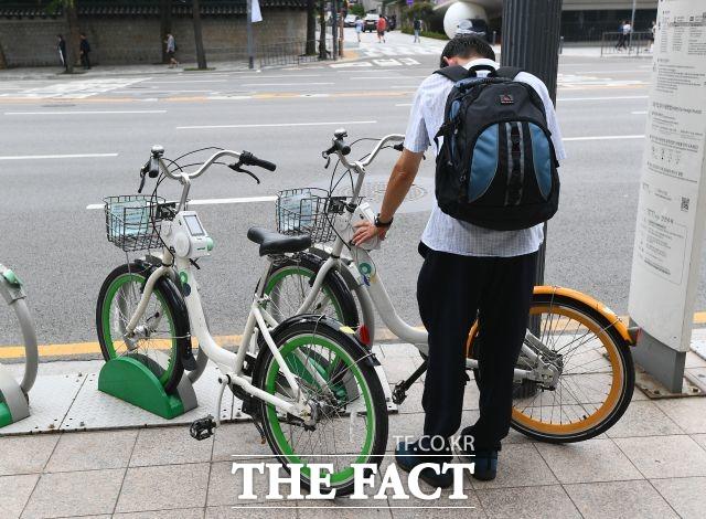 서울시가 6월부터 동대문, 마포, 송파, 관악구에서 월 2회씩 자전거 교통안전교육 인증제 시험을 실시한다. /이동률 기자